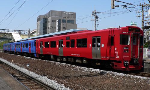 800px-JR_Kyushu_Kiha_220_209_and_Kiha_200_SSL.png