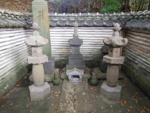 三浦義明公・墓所