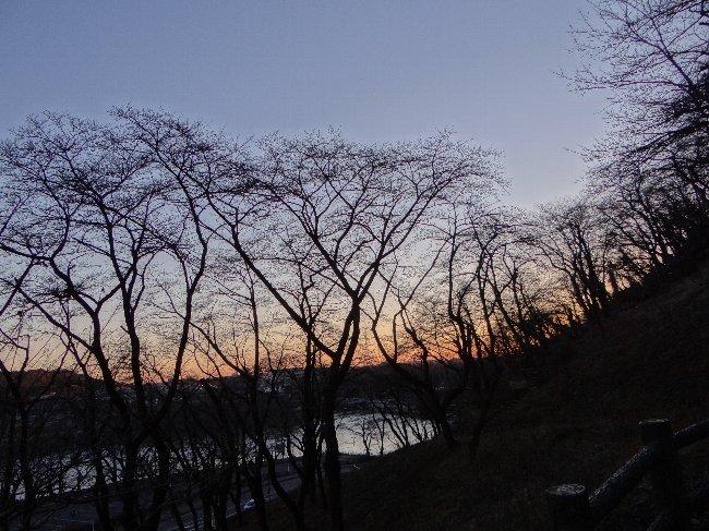 a 朝の津久井湖