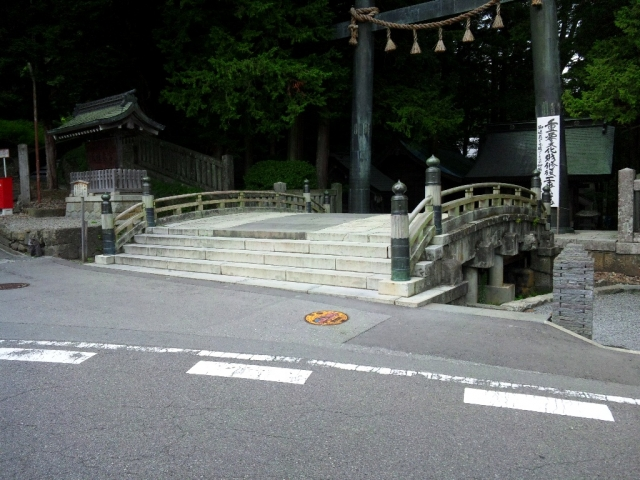 諏訪大社上社本宮の参道橋 (2)