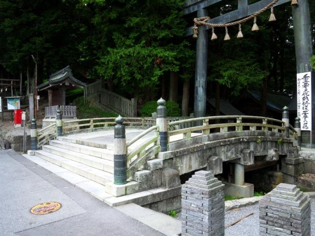 諏訪大社上社本宮の参道橋 (4)
