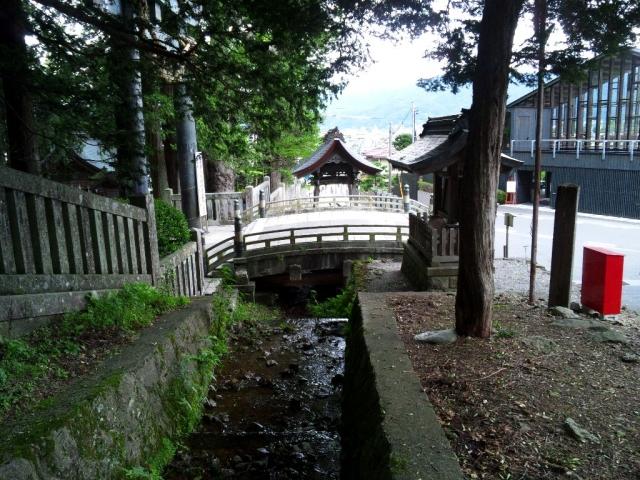 諏訪大社上社本宮の参道橋 (8)