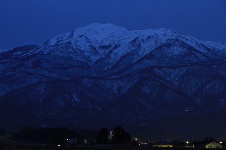 宵闇迫る金北山