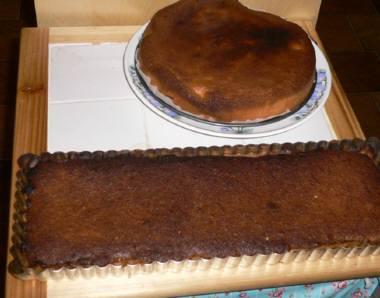焦げたケーキとタルト