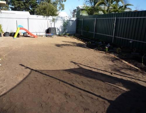 庭への砂入れ