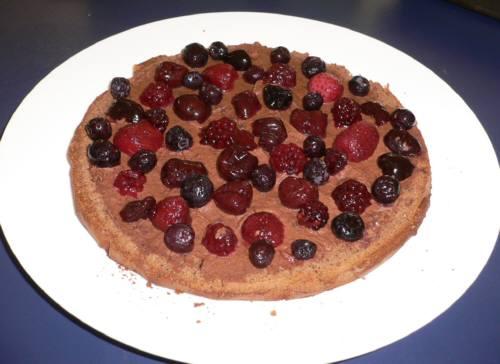 ケーキにはさんだフルーツ