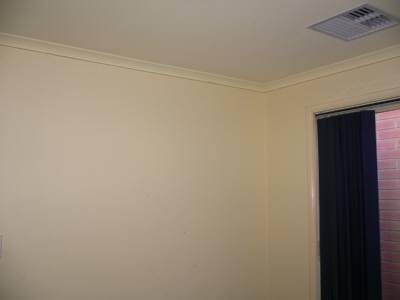 クリーム色の壁