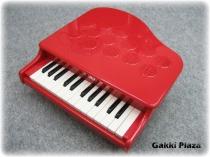 おもちゃの赤いグランドピアノ