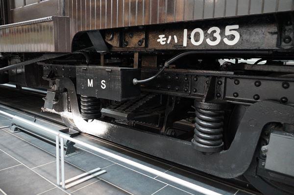 重厚な台車