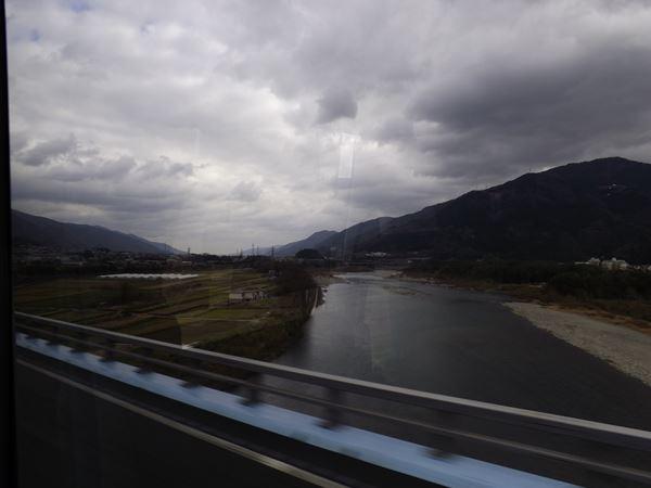 吉野川渡る