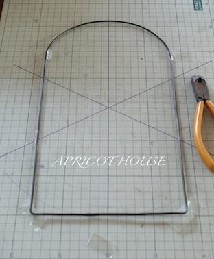 150806ワイヤー窓枠アーチ型