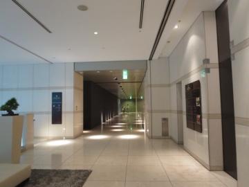 ビル内ホテルロビーへのエレベーターホール