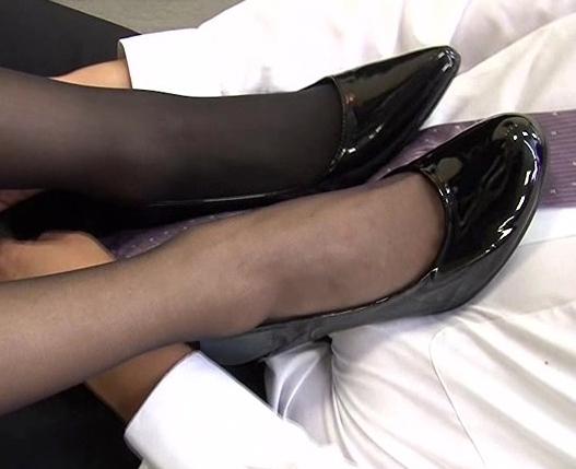 生意気なリクルートスーツOLが蒸れた黒パンストで足コキ抜きの脚フェチDVD画像3