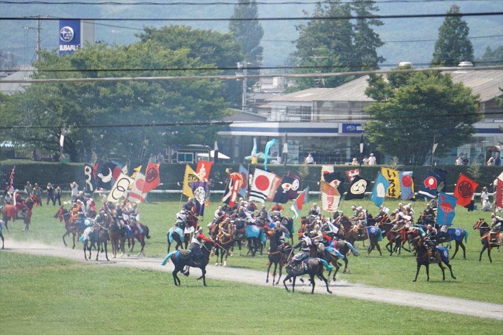 この青旗を取った騎馬武者の動きに注目_3