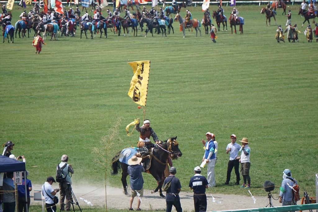 同じタイミングで黄色の旗をとった騎馬武者_3