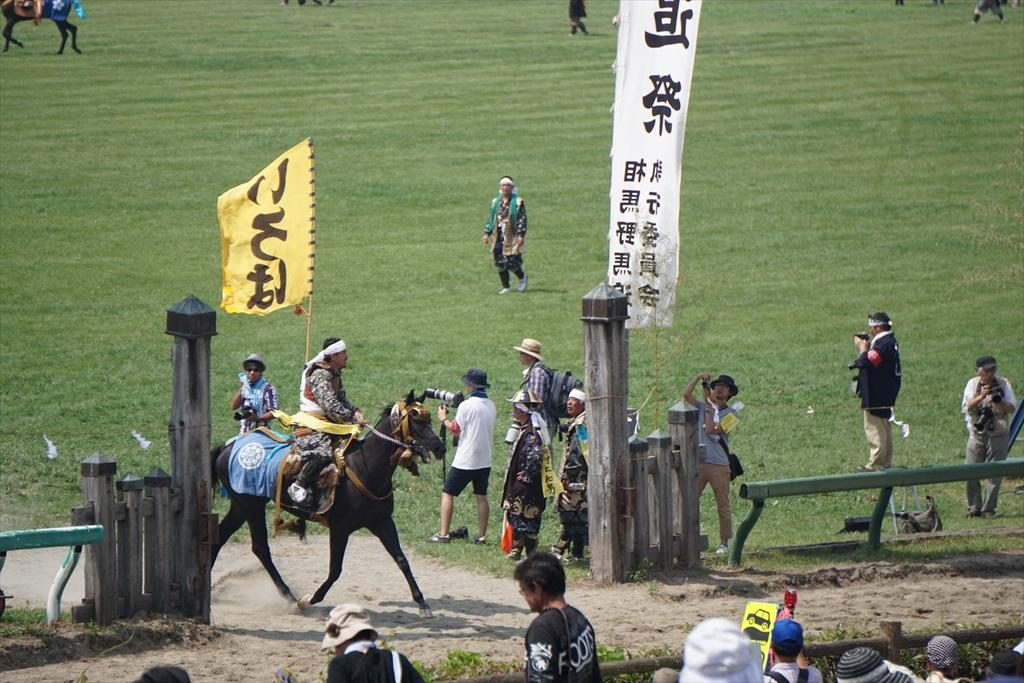 同じタイミングで黄色の旗をとった騎馬武者_5