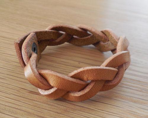 革 ブレスレット 三つ編み