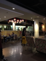 ブロックMの喫茶店店内