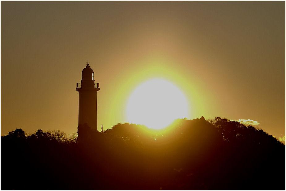 灯台と朝日