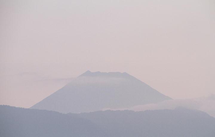 16日 5-03 今朝の富士山-1