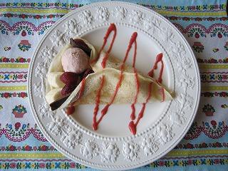 いちごアイスクレープ1