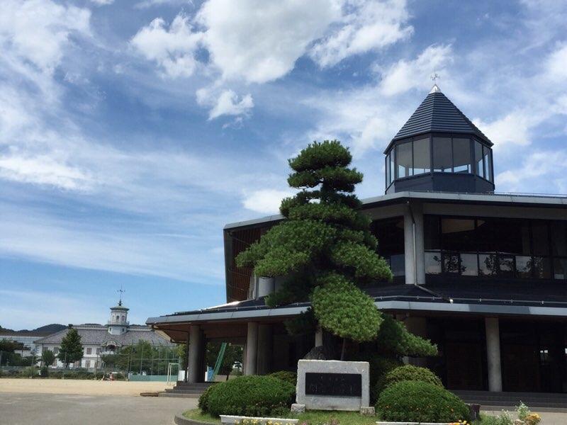 松本「旧開智学校」と、かごの聖...