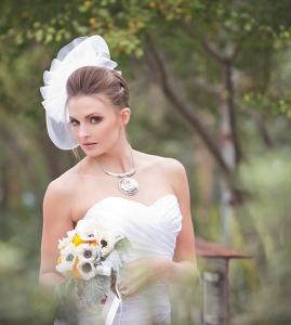 ベアトップウェディングドレス花嫁画像