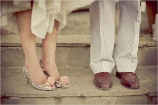 結婚式写真ポーズ_ユニーク_おしゃれ_足元