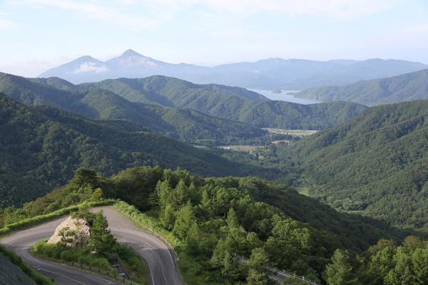 県道2号より磐梯山を望む