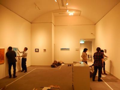 仲間たち展2015展示作業2