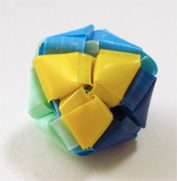 三角玉でサイコロの形 0
