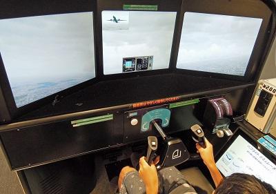 羽田でフライトシミュレーターを楽しむ
