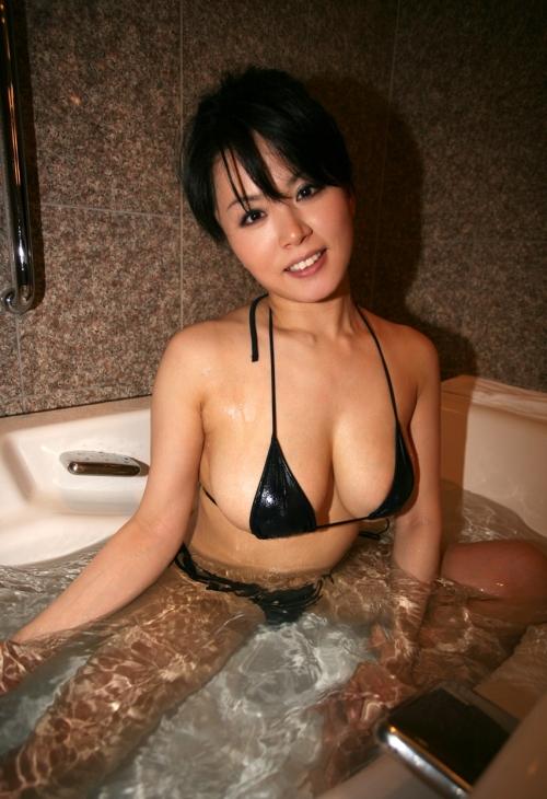 水着 ビキニ 巨乳 さんかくビキニ 04