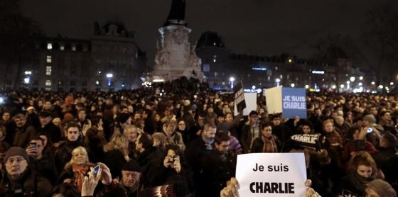 レピュブリック広場のデモ