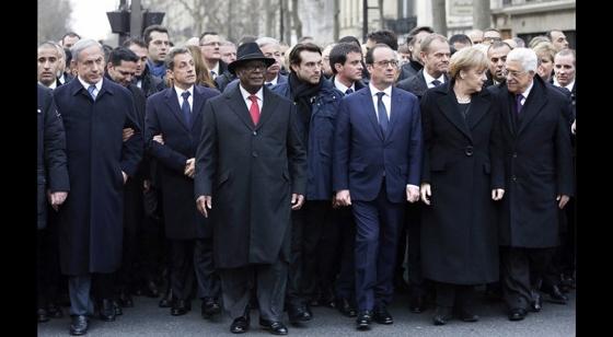 パリ、銃撃非難の行進 各国首脳