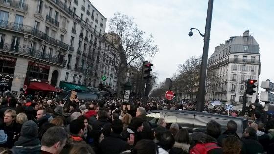 パリ、銃撃非難の行進 バスティーユ広場