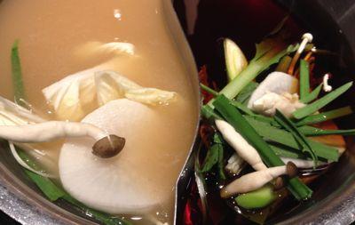 しゃぶしゃぶの2種類のスープ