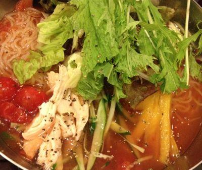 蒸し鶏とトマトの冷麺