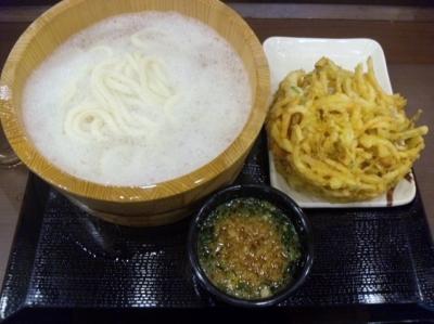 141201丸亀製麺北心斎橋店釜揚げうどん(大)380円が半額、野菜かき揚げ130円