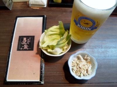 20150115鳥貴西浦店お通しキャベツと鶏のごまダレ和え300円とビール1L1000円