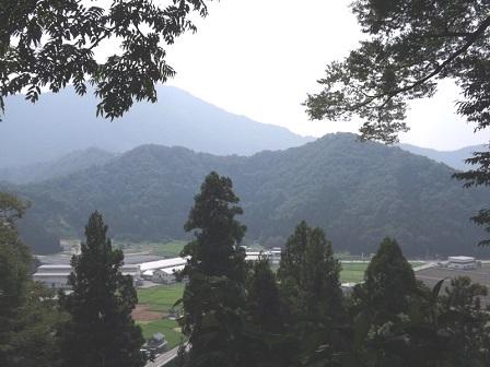 4大野城本丸から戌山城を望む