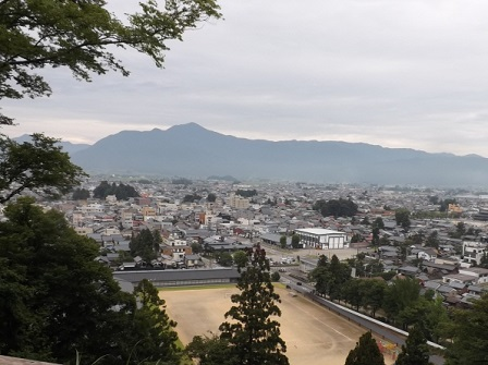 11大野城中腹から荒島岳を望む