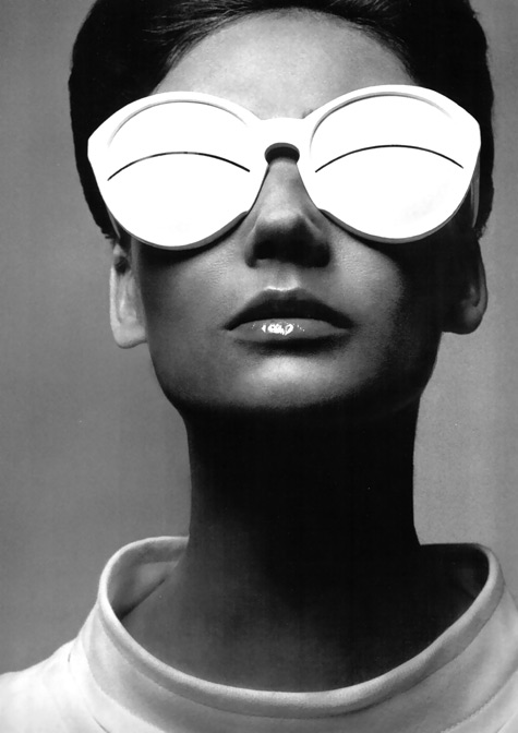 simone-paris-in-coureges-eskimo-glasses-1965-photo-richard-avedon.jpg