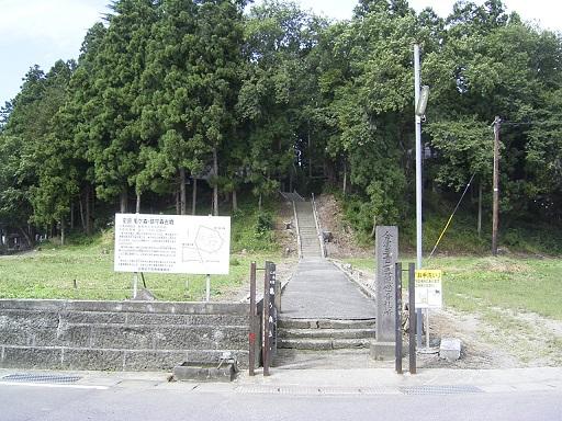亀ヶ森古墳入口