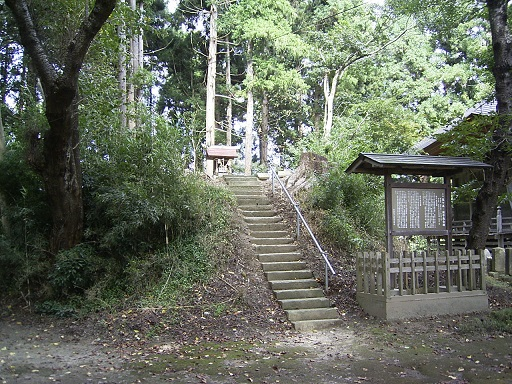 亀ヶ森古墳後円部土壇