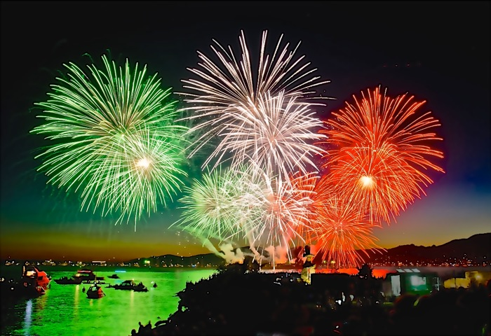 Beautiful-Italy-fireworks_20151.jpg