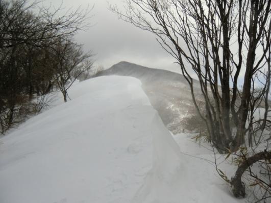 雪庇と荒山