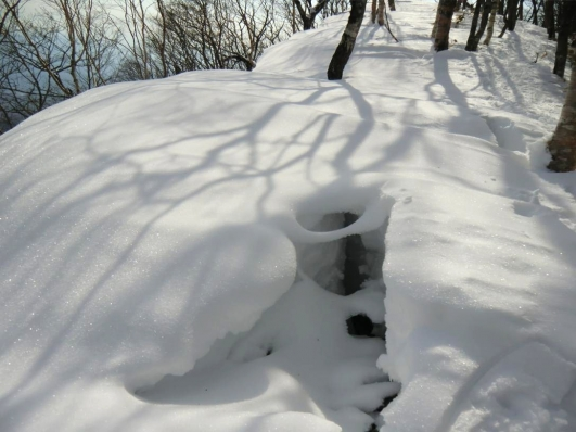 雪庇にクラックが