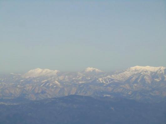 左が至仏山、中央に燧ケ岳