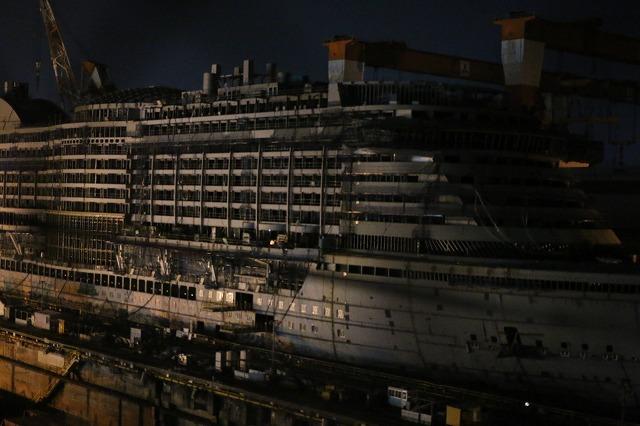 20IMG_3794建造中巨大船